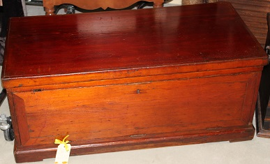 C1900's Fitted Pine Trunk
